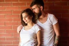 Ogenblikken van intimiteit Het paar geniet intimiteit van geknuffel zonder getuigen Het paar vindt alleen plaats om te zijn Paar  stock afbeelding