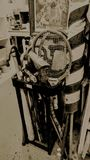 Oggetti antichi in un garage Fotografia Stock Libera da Diritti