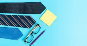 Oggetti business su un fondo blu fotografia stock libera da diritti