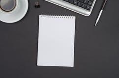 Oggetti business su uno scrittorio nero Fotografia Stock