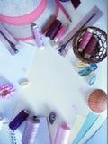 Oggetti in colore pastello per creatività e cucito per la festa Fotografie Stock Libere da Diritti