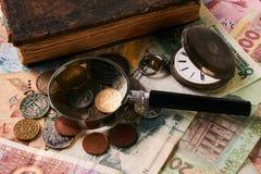 Oggetti d'antiquariato dell'acquisto, di vendita e di impegno immagine stock