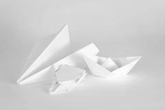 Oggetti del Libro Bianco su una priorità bassa bianca Fotografia Stock Libera da Diritti