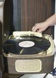 Oggetti della TV antica e tecnologie radiofoniche e telefoni fotografie stock libere da diritti