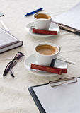 Oggetti di affari e della tazza di caffè Fotografie Stock Libere da Diritti