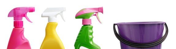 Oggetti di pulizia su bianco immagine stock