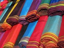 Oggetti orientali del bazar - tessuti del chetene Fotografie Stock