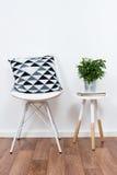 Oggetti semplici della decorazione, interno bianco minimalista Fotografie Stock Libere da Diritti