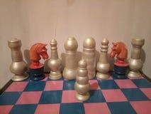 Oggetto d'antiquariato colorato di legno dell'insieme di scacchi Fotografia Stock Libera da Diritti