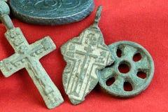 Oggetto d'antiquariato raro degli elementi raccoglibili del XVIII secolo russi religiosi degli incroci da rame Fotografia Stock