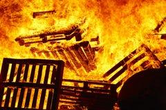Ogień płonie na ognisku Palacza nagły wypadek Niebezpieczeństwa spalanie obrazy royalty free