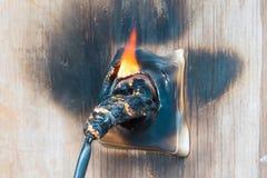 Ogień, drut w ogieniu i dym, zdjęcie stock