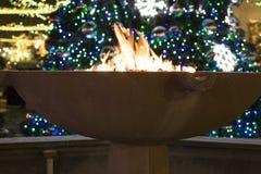 Ogień i bożonarodzeniowe światła Obrazy Stock