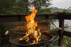 Ogień na grilla węglu Obrazy Stock