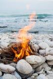 Ogień na plaży zdjęcia stock
