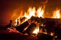 Ogień od drewna w przemysłowej kuchence Obraz Royalty Free