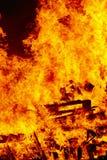 Ogień płonie na ognisku Palacza nagły wypadek Niebezpieczeństwa spalanie zdjęcia stock