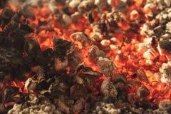Ogień, pali węgla zakończenie up fotografia stock