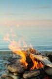 Ogień przy morzem obrazy stock
