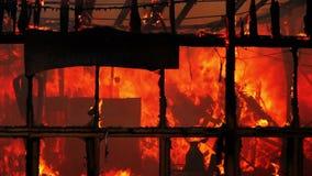 ogień w drewnianym domu zbiory