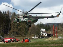 ogień helikoptera wojownika. Zdjęcia Royalty Free