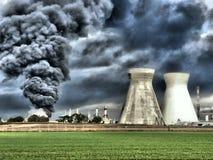Ogień i wybuchy w rafineria ropy naftowej wypadku Zdjęcia Royalty Free