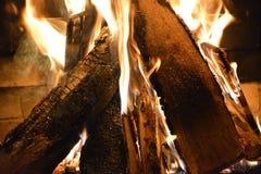Ogień w drewnianej kuchence Zdjęcia Royalty Free