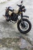 Ogiera centaur 150, Duży rower, mały samochód Zdjęcia Stock
