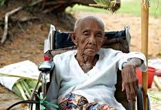 ogiltig gammal kvinna Royaltyfri Bild