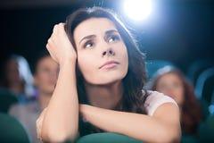Oglądać romantycznego film.  obrazy royalty free