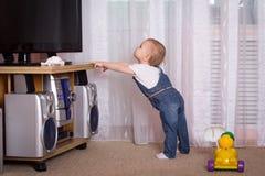 oglądanie telewizji dziecka Obraz Stock