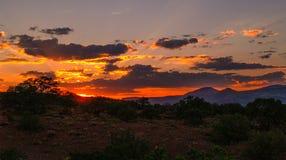 Ogniści nieba nad Capitol rafy parkiem narodowym fotografia stock