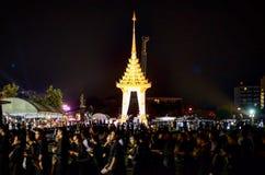 Ogni persona tailandese ama il re fotografie stock