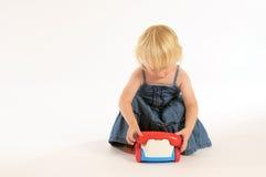 Ogni ragazza ha bisogno di un telefono cellulare. Fotografia Stock Libera da Diritti