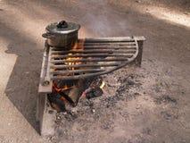 Ogniska i kucharza garnek Fotografia Stock