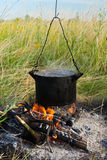 ogniska kucharstwo Zdjęcia Royalty Free