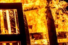 Ognisko drewniani barłogi fotografia royalty free