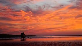 Ognisty Pomarańczowy zmierzch skały schronienie Cape Cod Nowa Anglia Fotografia Royalty Free