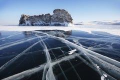 Ogoi海岛,在贝加尔湖冰的裂缝  免版税图库摄影