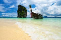Ogon łódź w poda wyspie, Krabi, Tajlandia Fotografia Royalty Free