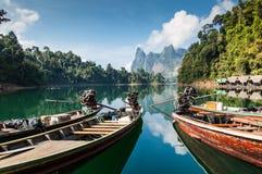 Ogon łodzie, Khao Sok park narodowy Zdjęcia Royalty Free