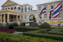 Ogród i działa muzeum przed ministerstwo obrony obraz royalty free