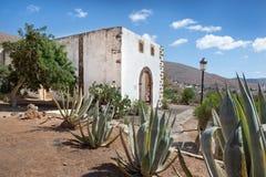Ogród przy rujnującym monasterem Betancuria Zdjęcia Stock