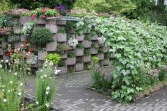 Ogród wzgórze z pergolą obrazy royalty free