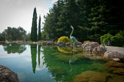 Ogród z jeziorem i statuami Obrazy Royalty Free