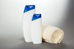 Ograniczający ręcznik, szampon i gel, obrazy royalty free
