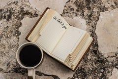 ograniczenie jest tobą wycena na notatniku i coffe filiżance blisko go fotografia stock