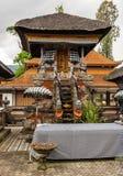 Ograniczony budynek przy Ulun Danu Beratan ?wi?tynnym kompleksem, Bedoegoel, Bali Indonezja fotografia stock