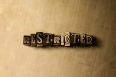 OGRANICZONY - zakończenie grungy rocznik typeset słowo na metalu tle fotografia royalty free