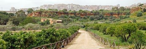 Ogród i ścieżka przy Agrigento Fotografia Royalty Free